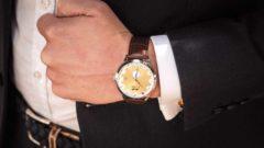 Angela Merkel et Emmanuel Macron reçoivent une montre fabriquée à… Bassenge !